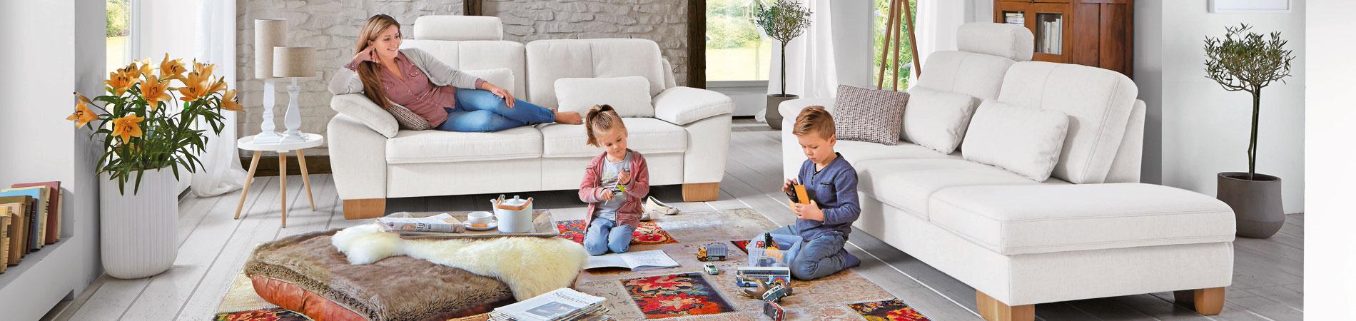 Polstergarnituren, Wohnlandschaften, Sofas und Couches: bei Prima Möbel Lobenstein immer günstig, in großer Auswahl an Formen und Material, mit vielen Funktionen und Zubehör